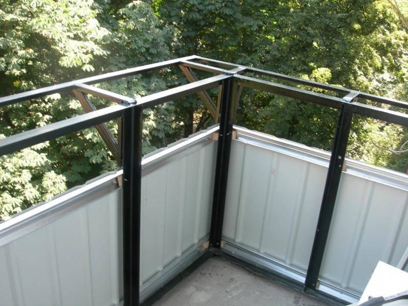 Красивая и практичная обшивка балкона: 4 варианта для наружной отделки и 3 – для внутренней