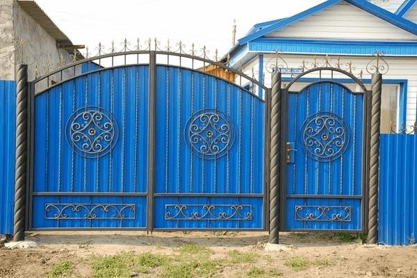 Ворота и калитка из профнастила - всё о воротах и заборе