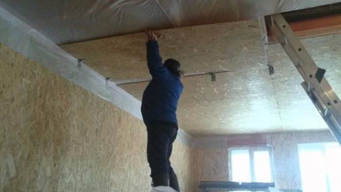 Всё, что нужно знать владельцу жилья о том, как самостоятельно обшить потолок осб плитой