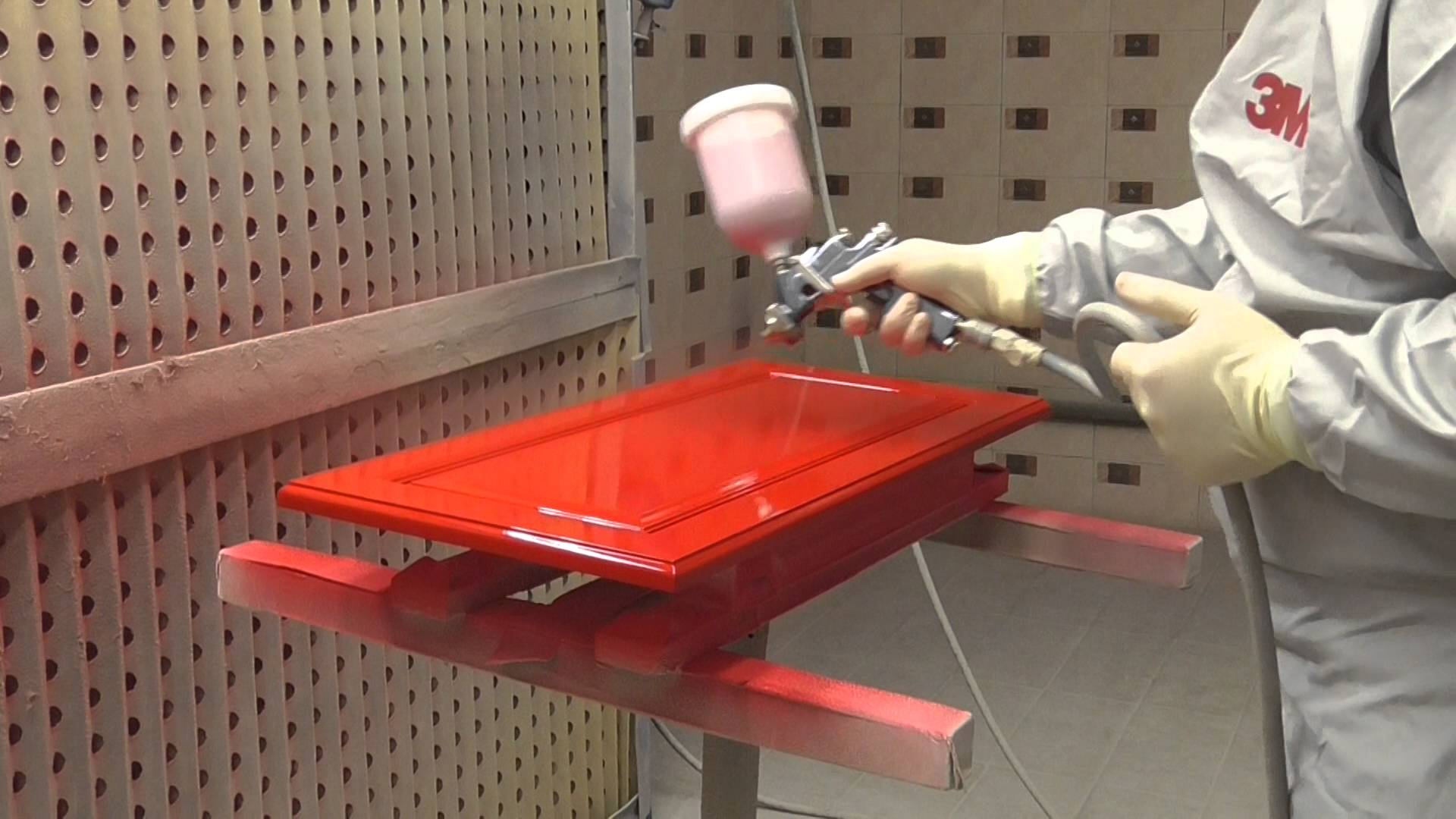 Краска для мебели, как выбрать в зависимости от материала изделия