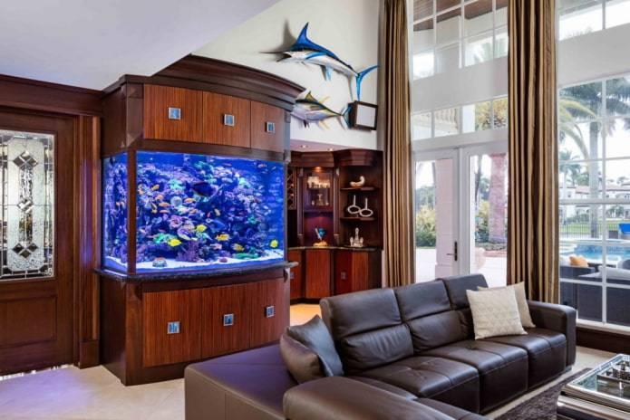 Аквариум в дизайне интерьера гостиной и других комнат