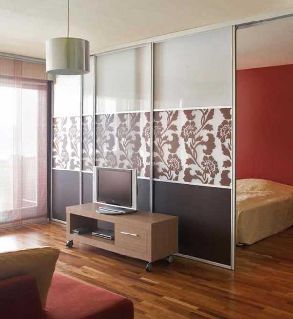 Что выбрать для зонирования комнаты 18 кв. м на спальню и гостиную: перегородки, цвета, мебель, другие решения