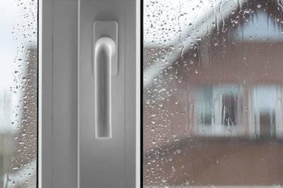 Почему потеют пластиковые окна изнутри в квартире или в доме?