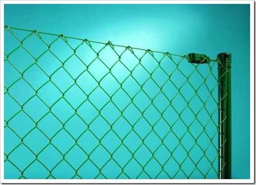 Забор из сетки рабицы: виды сетки, как натянуть, закрепить