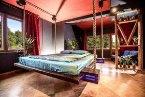 Кровать со столом - стильные сочетания и актуальные форматы украшения (115 фото)