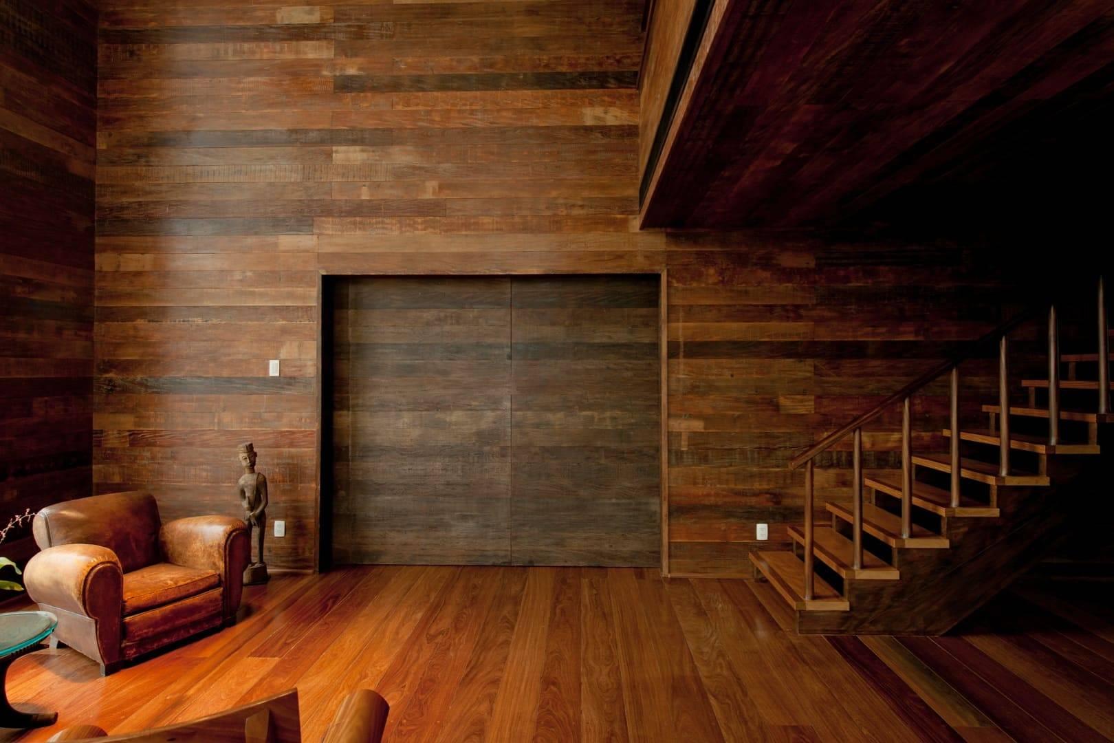 Тонкости процесса отделки стен деревом