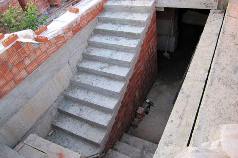 Из чего сделать стены погреба - кирпич, железобетон и блоки