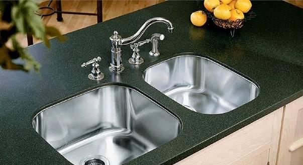 Кухонные мойки из искусственного камня — плюсы и минусы, рекомендации по выбору и уходу