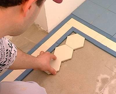 Плитка в маленькую ванную комнату: дизайн, отделка кафелем, красивые проекты  - 40 фото