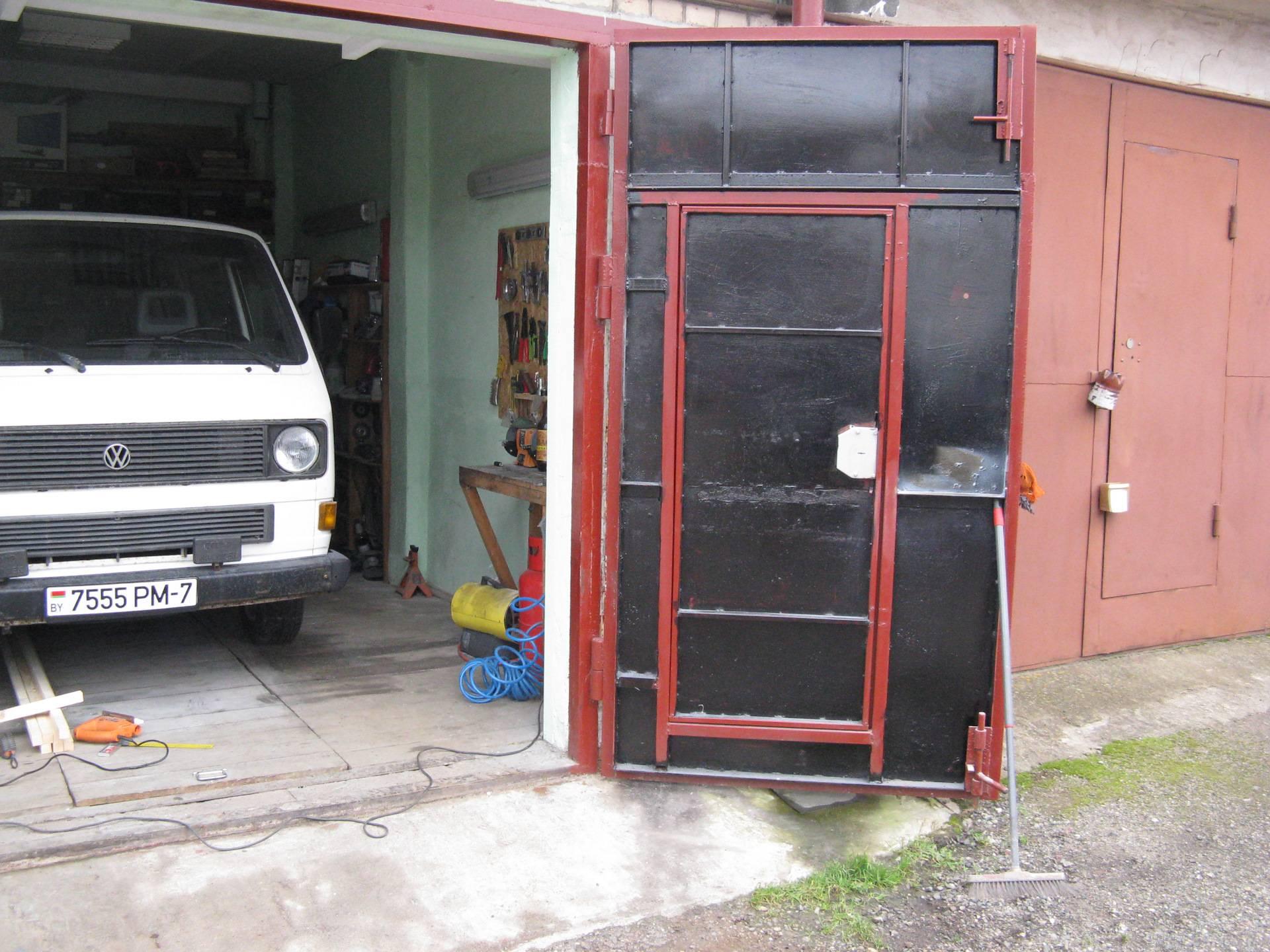 Утепление гаражных ворот изнутри: пенопластом, пенополиуретаном, более простые способы утепления