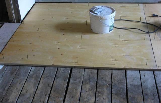 Укладка линолеума на деревянный пол - руководство