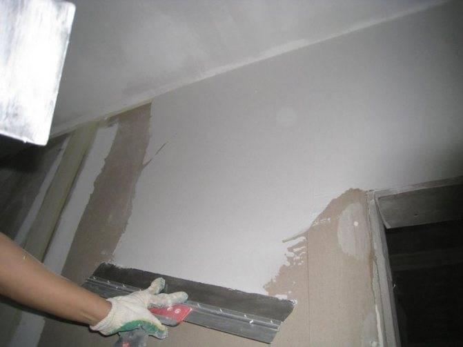 Шпаклевать стены под обои: как научиться своими руками правильно и быстро наносить стартовую и финишную смесь на гипсокартон, и подробное описание этапов работы