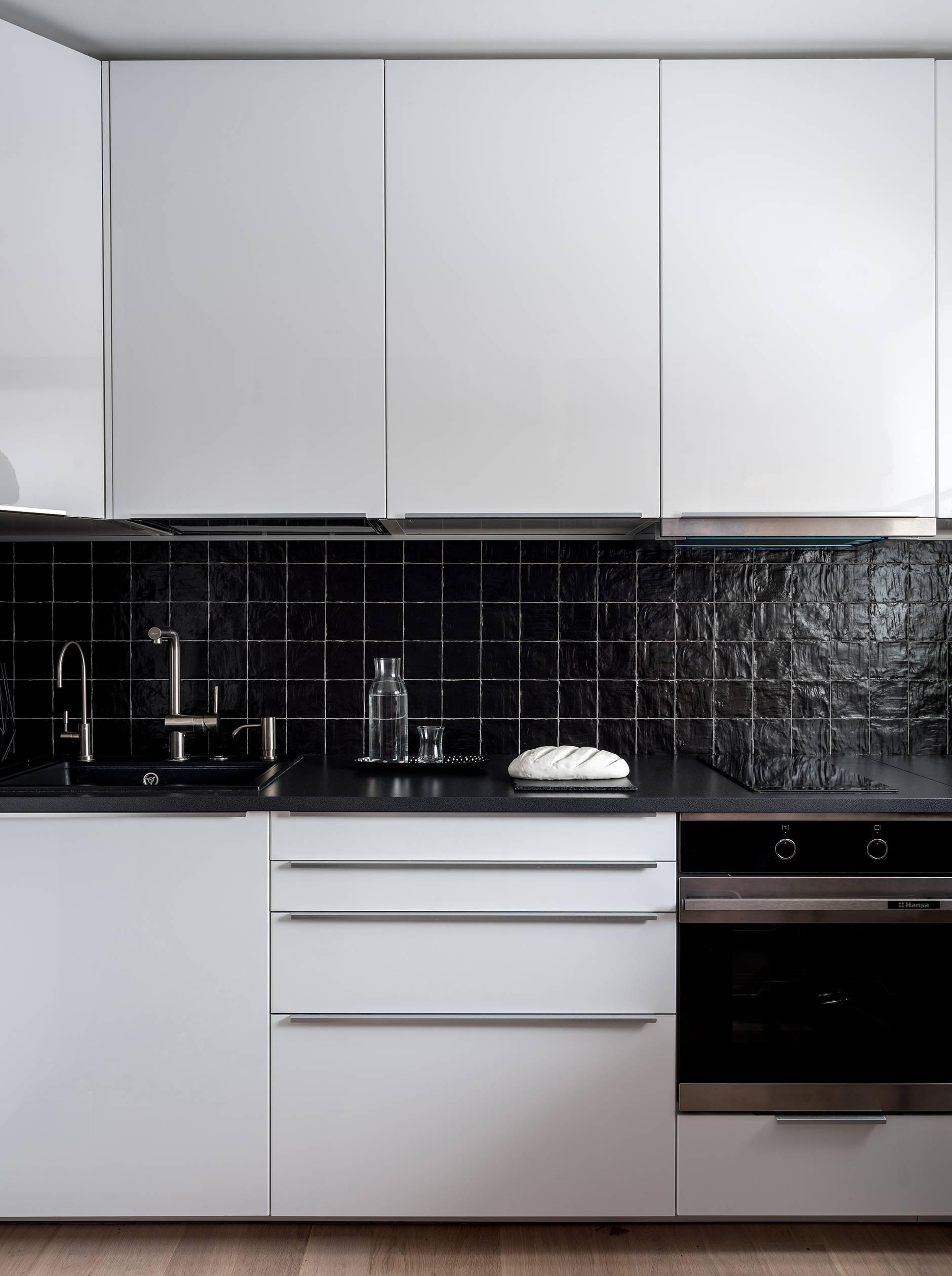 Сочетание цвета фартука и кухонных фасадов: 200 идей на фото
