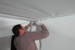 Натяжной потолок своими руками (101 фото): пошаговая инструкция по монтажу и установке, как делают потолки, устанавливаются до поклейки обоев или после