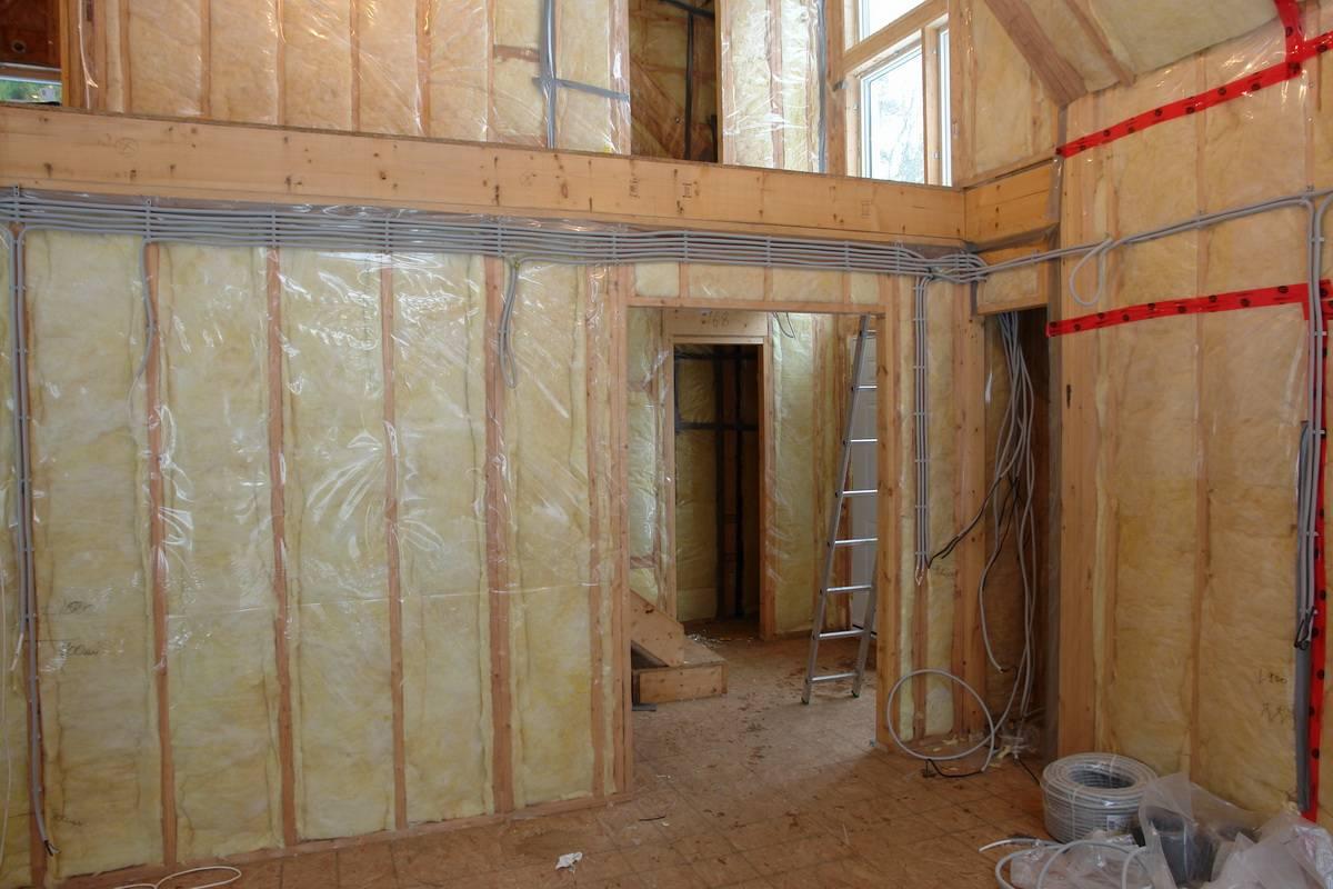 Отделка стен гипсокартоном в деревянном доме (33 фото): как обшить своими руками, как правильно обшивать внутри