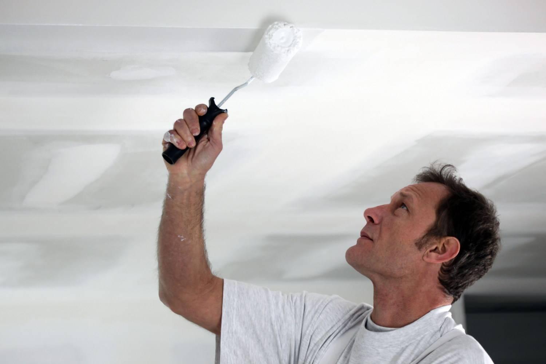 Покраска потолочной плитки из пенопласта: чем и как