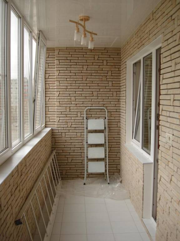 Отделка балкона декоративным камнем: 40+ фото в интерьере, идеи оформления