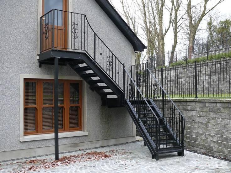 Какие бывают деревянные лестницы на мансарду и фото индивидуальных решений