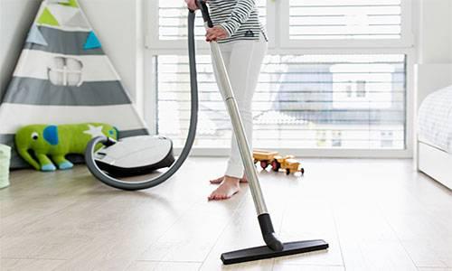 Пылесосы для чистки ламината: обзор моделей с сухой и влажной уборкой