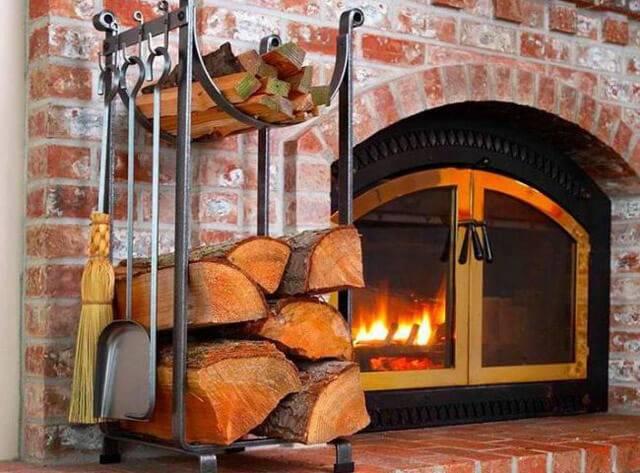 Декоративные дрова для камина: как выбрать и красиво разместить?