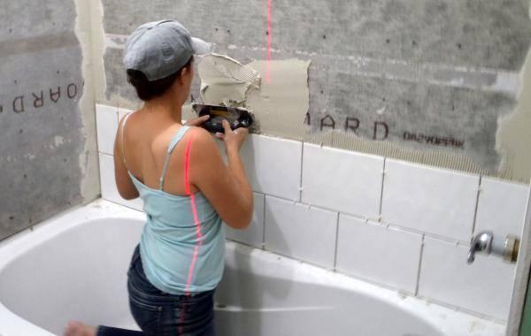 Как класть плитку в туалете своими руками: способы, позволяющие правильно уложить настенный и напольный кафель