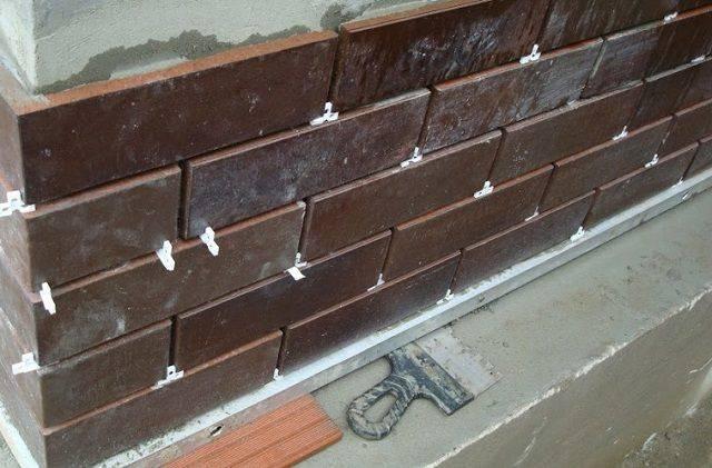 Технология отделки цоколя панелями под камень + виды цокольных плит