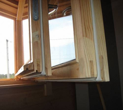 Замена окон в деревянном доме: как установить пластиковые конструкции вместо старых, какие инструменты потребуются и как правильно выполнить монтаж?