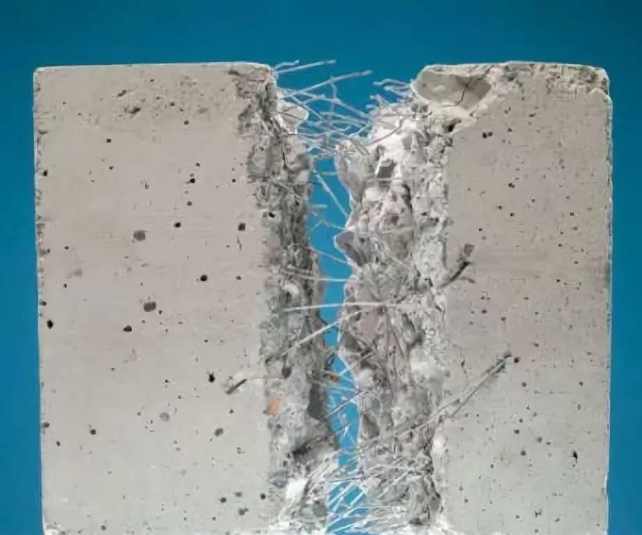 Фиброволокно для стяжки пола: назначение и расход