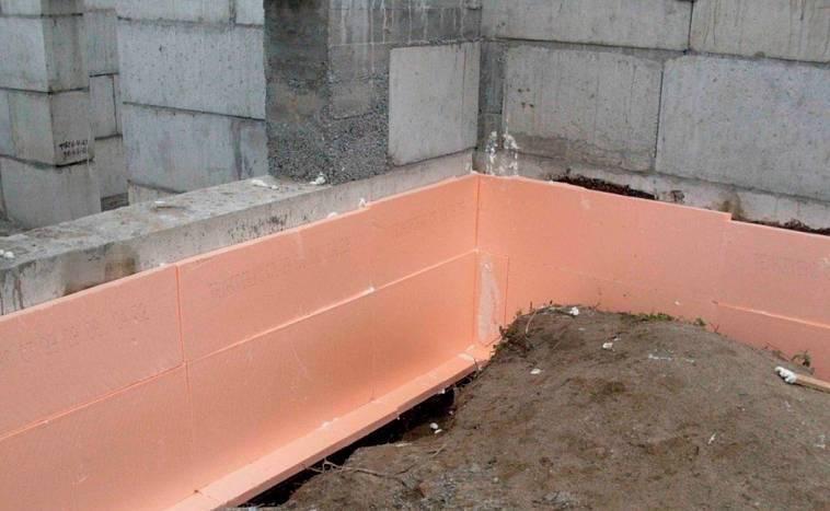 Как производится утепление фундамента дома снаружи пенополистиролом   stroimass.com