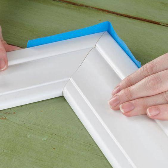Как сделать угол на потолочном плинтусе: как делать уголки, углы, как вырезать внешний и внутренний угол, как правильно подрезать плинтус в углах