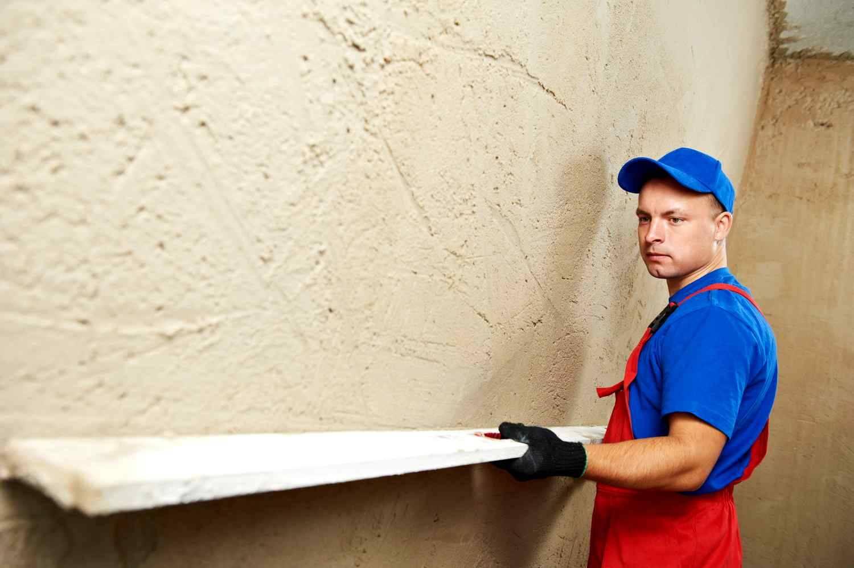 Гипсокартон или штукатурка, что лучше и дешевле при отделке стен: сравнение, плюсы и минусы материалов