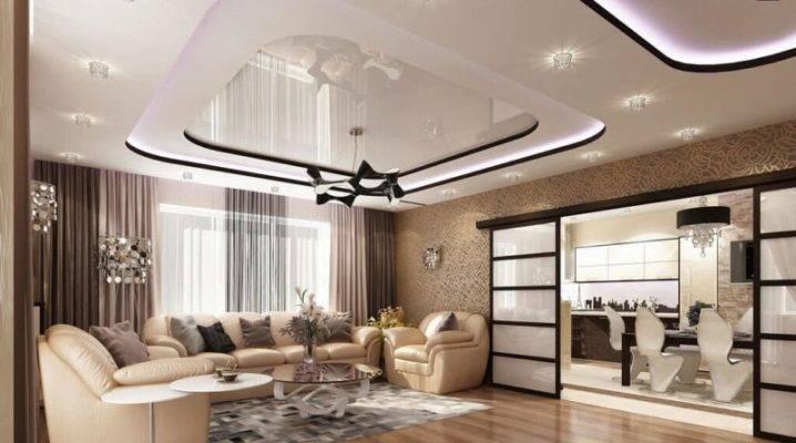 Натяжные потолки в гостиной — фото