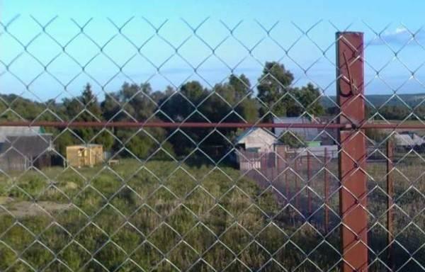 Забор из сетки рабицы своими руками: монтаж, установка, столбы, советы