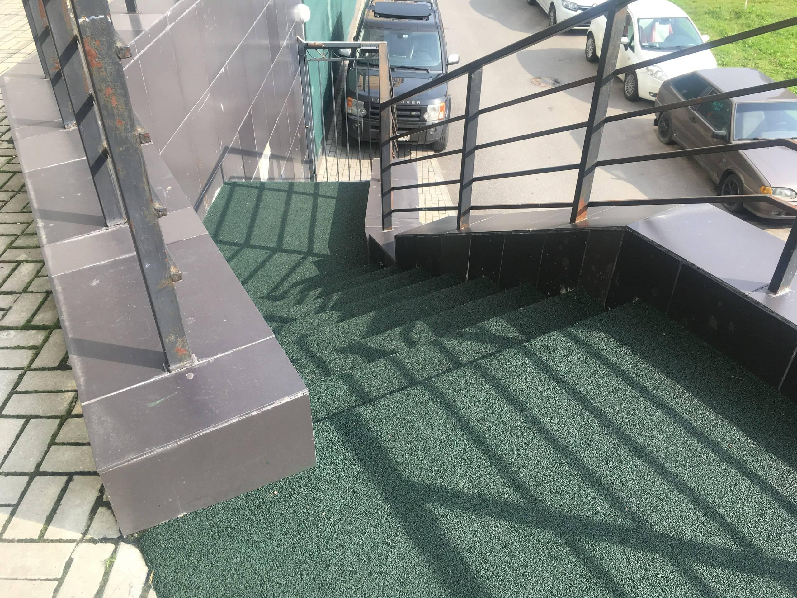Антискользящие покрытие на ступени на улицу