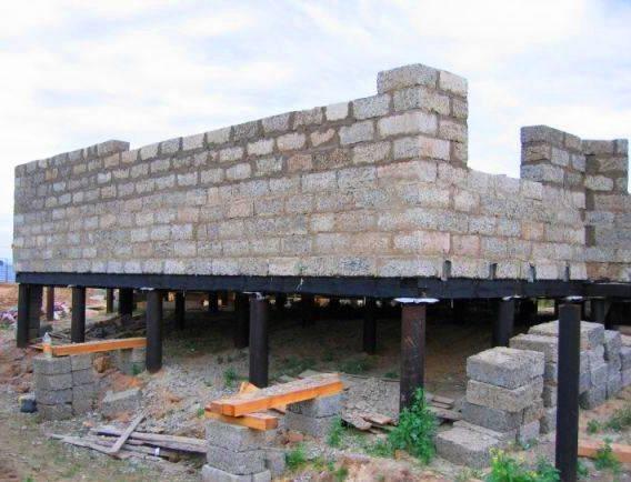 Фундамент для дома из арболита: какой надо под стены