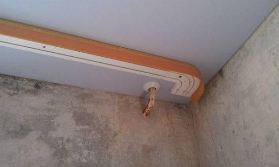 Как прикрепить потолочный карниз к стене с помощью кронштейна?