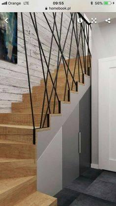 Выгодное и удобное решение в частном доме — шкаф под лестницей
