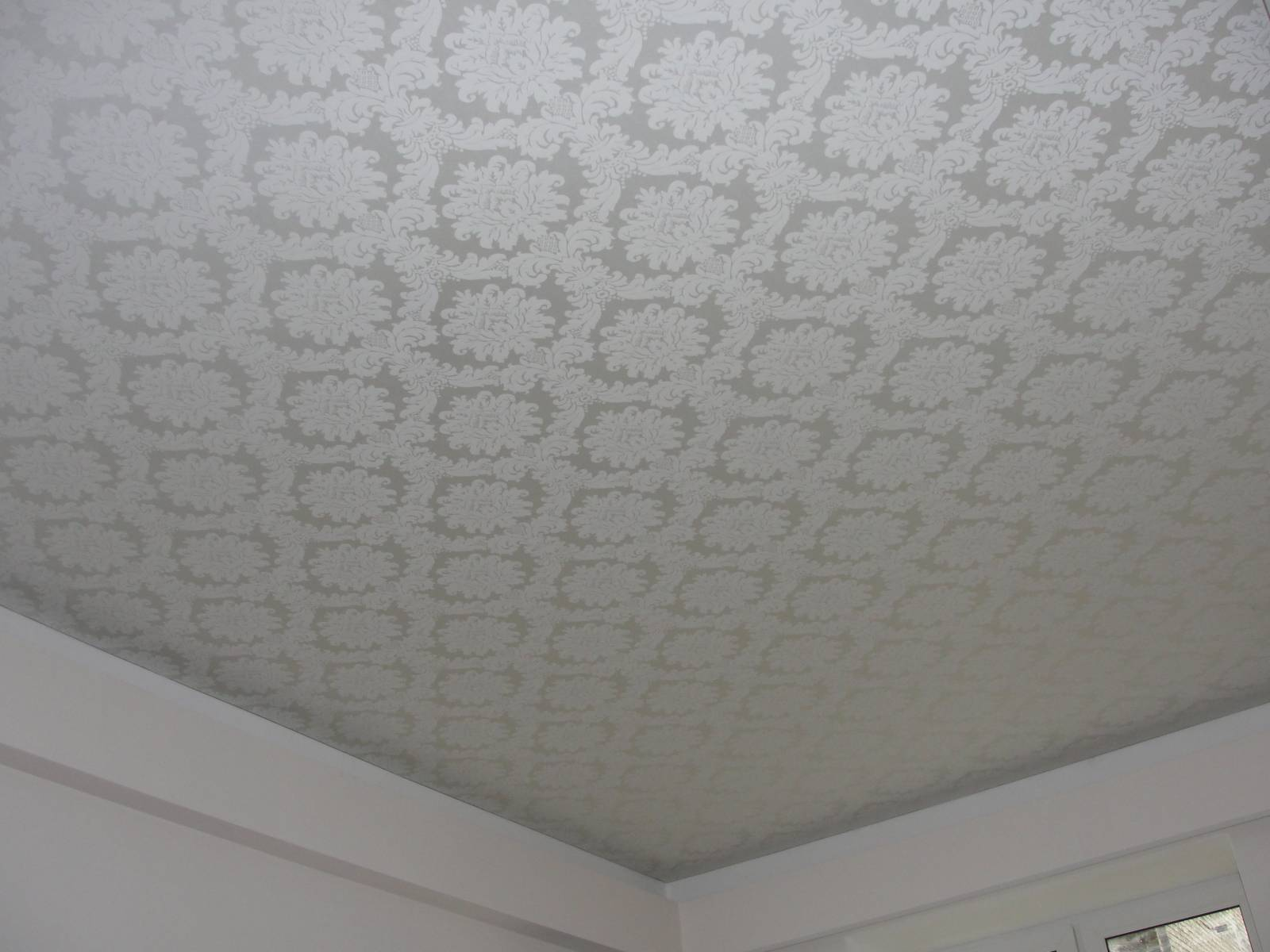 Грамотный выбор пленки для натяжных потолков: 3 вида поверхности