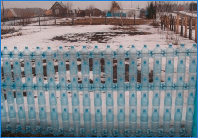 Заборчик своими руками из пластиковых бутылок