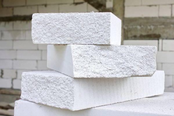 Из чего лучше строить дом - виды, характеристики, плюсы и минусы материалов