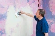 Покраска обоев своими руками: какой краской, технология, видео