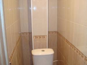 Закрываем трубы в туалете, ванной и на кухне пластиковыми панелями