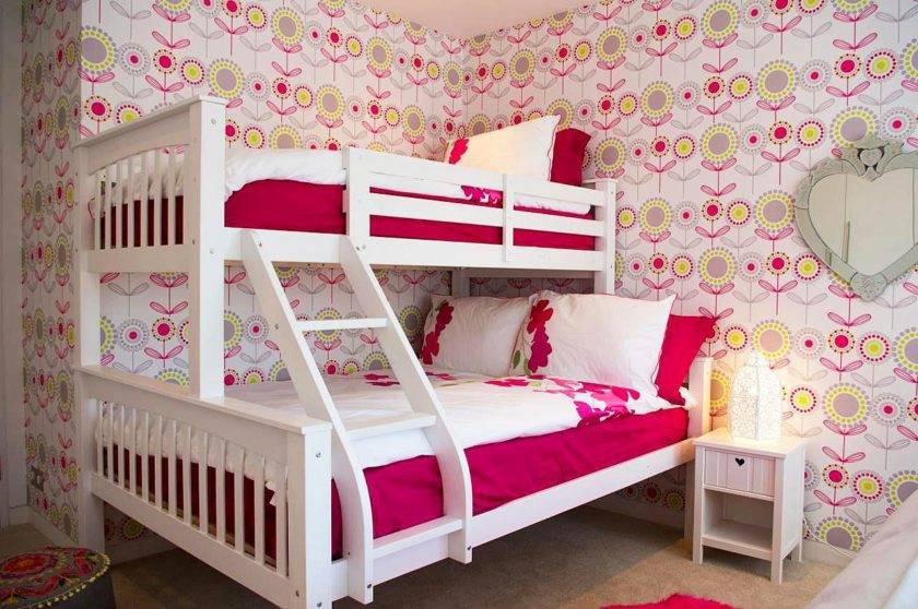 Двухъярусная кровать для взрослых (56 фото): с двуспальным местом внизу для родителей, эскизы двухэтажных моделей со шторами
