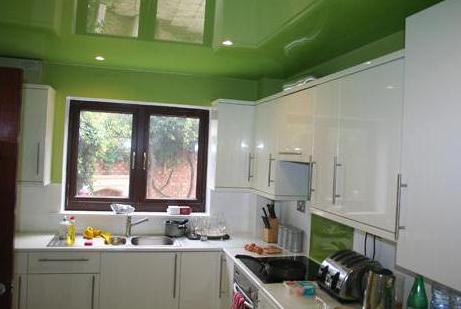 Как увеличить высоту потолка визуально с помощью нехитрых способов?