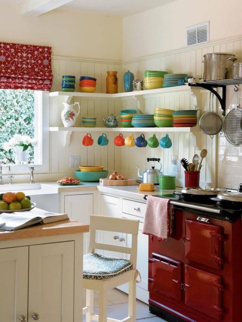 Особенности дизайна прямоугольной кухни, расположение мебели и планировка