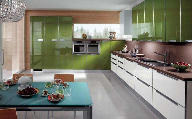 Кухни пластиковые угловые: плюсы материала, виды покрытий для фасадов, дизайн
