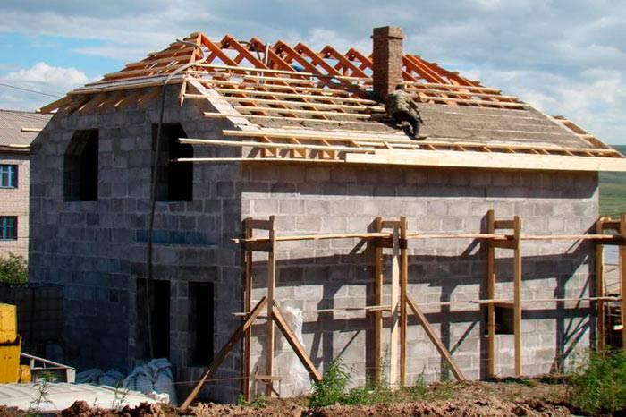 Полувальмовая крыша своими руками — конструкция и стропильная система (фото, видео, схемы)