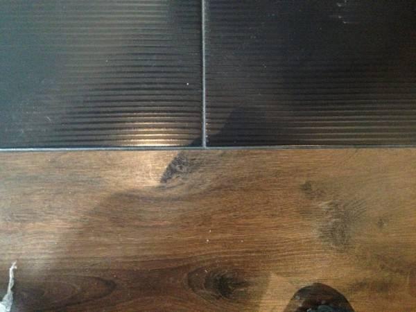 Сочетание плитки и ламината на полу
