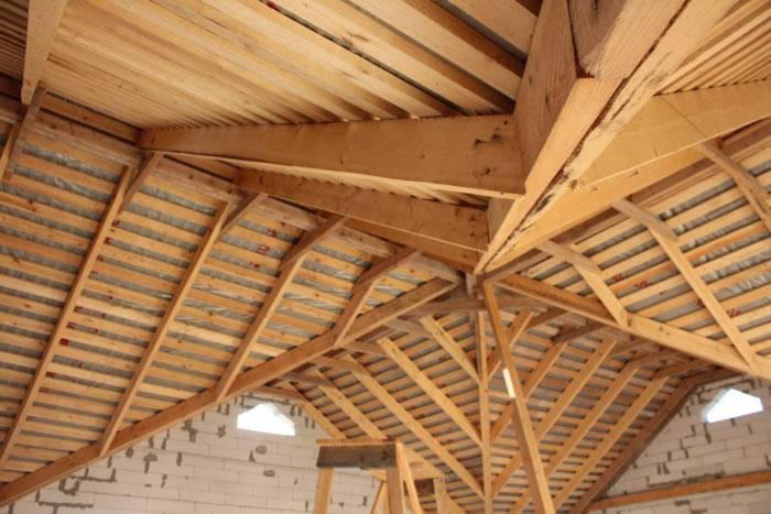 Стропильная система многощипцовой крыши своими руками — устройство и монтаж (видео, фото)