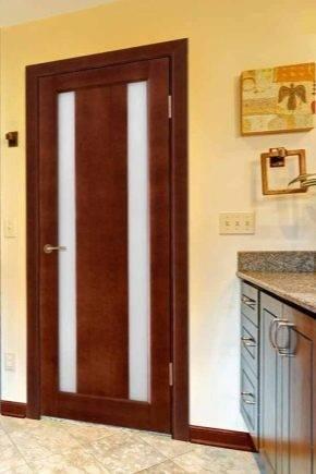 Неокрашенные двери из массива сосны, особенности полотна